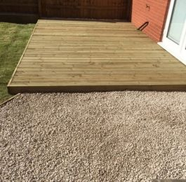 A small decking area, Hucknall, Nottingham: Click Here To View Larger Image